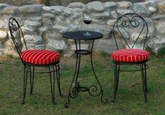 Wrought iron chair and table for home and garden. Ev ve bahçe kullanımı için ferforje sandalye ve masa.