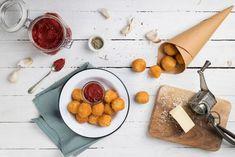Πανεύκολες τυροκροκέτες με ντιπ ντοματοπελτέ - madameginger.com Appetisers, Dairy, Healthy Eating, Stuffed Peppers, Cheese, Recipes, Food, Salt, Stuffed Pepper