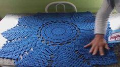 PASSO A PASSO TAPETE EM CROCHÊ MODELO COQUEIRO - YouTube Crochet Rug Patterns, Christmas Crochet Patterns, Crochet Mandala, Doily Patterns, Filet Crochet, Crochet Designs, Crochet Doilies, Knitting Videos, Crochet Videos