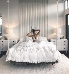 40 Amazing Floating Bed Design and Decorating Ideas For Sleeping Like In The Sky - Schlafzimmer Dream Rooms, Dream Bedroom, Home Bedroom, All White Bedroom, Warm Bedroom, Master Bedroom, Bedroom Small, Girls Bedroom, Decor Room