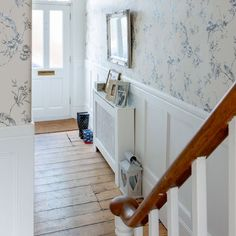 Small victorian terraced house interior design hallway be inspired by this terrace house tour photo gallery ideal small victorian terrace interior design Victorian Hallway, Victorian Terrace House, Victorian Homes, Hallway Wallpaper, Of Wallpaper, Bedroom Wallpaper, Wallpaper Ideas, Interior Exterior, Home Interior Design