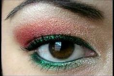 #I'mDreamingOf Christmas eyeshadow colours to give me that festive look! @Radley London