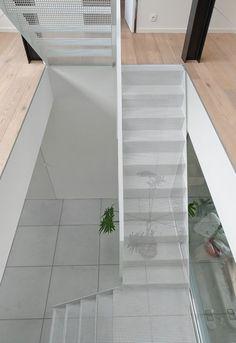 Escalier métallique acier perforé blanc