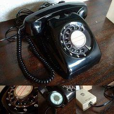黒電話 年代:昭和全般。ダイヤルを「回す」! 回転ダイヤル式電話機。