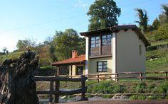 Casa rural La Coviella del Sidrón. Casa rural de alquiler integro de 3 trisqueles (máxima calidad en el Principado de Asturias) para 2 ó 4 personas en una finca independiente de 1.250 m2 en la aldea de San Román, a 3 km. de Infiesto, capital del concejo de Piloña y a 29 km. de Covadonga y los Lagos (Picos de Europa). http://www.sidron.com/