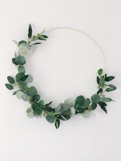 Large, modern wreath of 19 ribbons on a gold metal frame and decor . - Large, modern wreath of 19 ribbons on a gold metal frame and decor … – my she shed – - Green Wreath, Floral Wreath, Wreaths For Front Door, Door Wreaths, Modern Wreath, Decoration Plante, Eucalyptus Wreath, Deco Boheme, Year Round Wreath