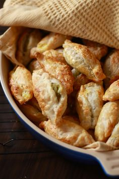 Wandering Spice: Two-bite Maltese Pastizzi, little puff pastries filled with ricotta or curried peas -- Nana! Maltese, Malta Food, Tapas, Bon Ap, Latin Food, Appetisers, International Recipes, Puff Pastries, Appetizer Recipes
