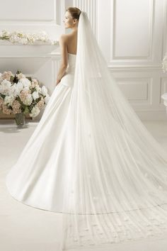 Two Layers Chapel Length With Applique Wedding Veil V017