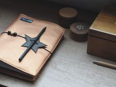 Journal Alma als Weihnachtsgeschenk | weisnähschen Custom Journals, Handmade Journals, Handmade Books, Leather Books, Leather Notebook, Leather Journal, Recycled Leather, Leather Craft, Handmade Leather