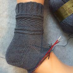 Gansey 03 - Knitting for Beginners Poncho Knitting Patterns, Knitting Blogs, Easy Knitting, Amigurumi Patterns, Knitting Socks, Crochet Patterns, Knit Socks, Crochet Ideas, Debbie Macomber