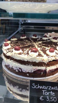 Unsere Torten und Kuchen werden täglich frisch gebacken!  Wer liebt die süße des Lebens auch so ?   #torten #kuchen #hobbybaker #cake #nakedcake #frisch #selfmade #diy #kirschtorte  #schwarzwälderkirschtorte #schwarzwälder #himbeertorte #blaubeeren  #blaubeertorte #topfen #malakoff #käsesahnetorte #apfelzimttorte #nusstorte #erlebnisgärtnerei #hödnerhof #kaffee #kuchen #auszeit Cafe Bistro, Tiramisu, Ethnic Recipes, Food, Pies, Black Forest Cake, Time Out, Sheet Metal, Fresh