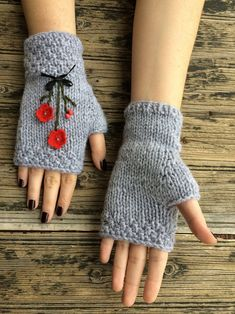 These handmade knitted fingerless gloves/mittens will keep your hands warm while you drive, text, type or while you Crochet Gloves Pattern, Crochet Mittens, Knit Crochet, Loom Knitting, Free Knitting, Baby Knitting, Knitting Machine, Knitted Baby, Grey Gloves