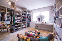 CasaPRO: closet incrível com bancada para maquiagem - Casa