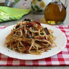 PASTA CON LA MOLLICA POMODORINI E OLIVE NERE Veggie Recipes, Pasta Recipes, Healthy Recipes, Pasta Noodles, Italian Pasta, Food Humor, Daily Meals, Pasta Dishes, My Favorite Food