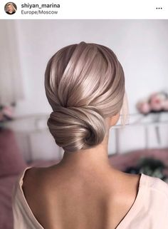 Sleek Low Bun weddingupdo weddinghair hairstyles updohairstyles ❤ Whether you prefer loose or vintage hairstyles, find the elegant wedding updos for long hair for bride or bridesmaid with us. Holiday Hairstyles, Bride Hairstyles, Cool Hairstyles, Hairstyles Haircuts, Classic Updo Hairstyles, Bridesmaid Hairstyles, Long Haircuts, Style Hairstyle, Different Hairstyles