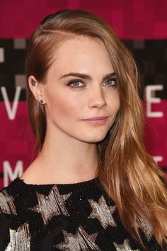 Delevingne stayed true to the deep side part and smoky makeup she favored throughout her Paper Towns press tour—after all, why fix what isn't broken?
