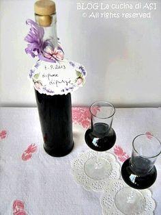 MI piacciono i liquori da gustare a fine pasto ed oltre al Limoncello, al Vov casalingo,a quello alle bacche di ginepro oggi ho preparato quello alla liquirizia...buonissimo!