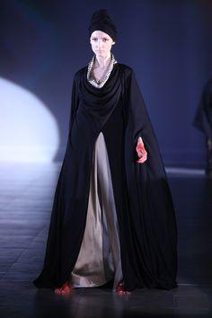 Homa Qamar, Abaya, bisht, kaftan, caftan, jalabiya, Muslim Dress, glamourous middle eastern attire, takchita