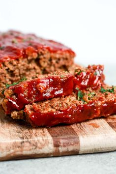 This healthy meatloaf recipe makes a delicious, wholesome, family friendly dinner. It's juicy and full of flavour. Make it for tonight in just a few simple steps! Easy Healthy Meatloaf Recipe, Healthy Hamburger Recipes, Best Paleo Recipes, Meat Loaf Recipe Easy, Healthy Meats, Whole 30 Recipes, Easy Healthy Recipes, Beef Recipes, Easy Meals