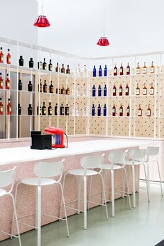 After acquiring the Forty Creek Whisky distillery in Grimsby, Ontario, in 2014, Campari Canada has systematically increased its presence in Canada. The latest indication of this is the opening of its 24th global office in Toronto. Toronto design firm I-V was in charge of designing the space that used to be a film studio and before that, …