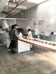 Cake Shop Design, Café Design, Coffee Shop Design, Bakery Design, Store Design, Bakery Interior, Restaurant Interior Design, Pastry Shop Interior, Small Coffee Shop