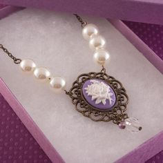 I want a Cameo Pearl Necklace so bad!