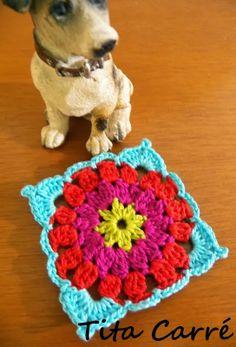 O melhor amigo do homem e seu Square Flower em crochet - Tita Carré - Agulha e tricot