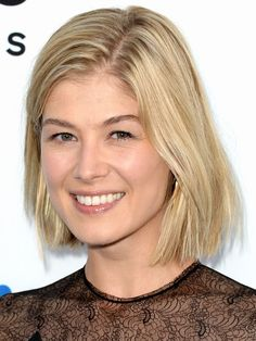 Rosamund Pike The Worlds End premiere LA August 2013 Rosamund Pike is wearing hardly any makeup for the red carpet (would you EVER?)