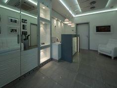 Приёмная стоматологической клиники. Дизайн - Ann Paradis. Ресепшн – искусственный камень. Декоративные элементы – МДФ, машинная резьба, эмаль полуматовая.  #ресепшн #резьбачпу #дизайн #дизайнинтерьера #интерьер #мебель #стиль #стильныйинтерьер  #decoration #design #furniture #furnituredesign #interior #interiordecor #interiordesign #interiordesignideas #interiorstyle #interiorstyling #luxuryhomes #style #contemporaryfurniture