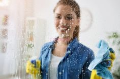 8 Awesome Window Cleaning Hacks Borax Cleaning, Diy Home Cleaning, Household Cleaning Tips, Cleaning Recipes, House Cleaning Tips, Diy Cleaning Products, Cleaning Solutions, Cleaning Hacks, Cleaning Toilets