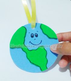 BLOG DA TIA JAQUE: Medalha do Planeta em EVA                              … Classroom Projects, Preschool Classroom, Earth Day Activities, Preschool Activities, Quick Crafts, Crafts For Kids, Earth Day Crafts, Environment Day, D Craft