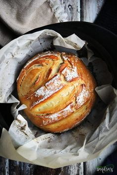 Best Dutch Oven, Dutch Oven Bread, Dutch Oven Camping, Dutch Oven Sourdough Bread Recipe, Dutch Oven Breakfast, Bread Oven, Cast Iron Dutch Oven, Cooking Bread, Easy Cooking