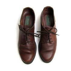 25% OFF STOREWIDE! 90s brown leather oxfords. Lace up shoes. ($45) ❤ liked on Polyvore featuring shoes, oxfords, flats, sapatos, oxford flats, lace up oxfords, brown oxford shoes, leather shoes and vintage shoes