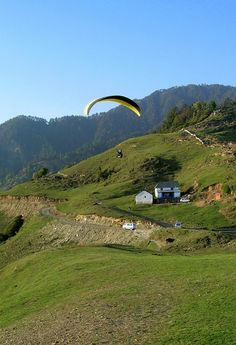 The valley is quite a large one and it includes the Dhauladhar ranges of the Himalayas to the north till the last foothills towards the south.