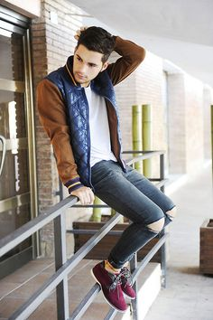 Truffol.com | Not feeling the huge holes around the knee area but I am a fan of the jacket. #urbanman #casual #retro