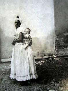 Traditional Babywearing in Brazil