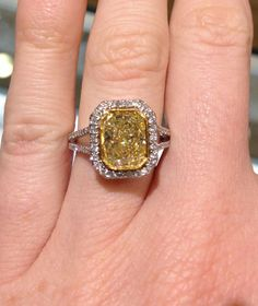 Canary diamond engagement ring. I've pinned a few rings BUT this IS the one! I'm completely in love. To my future husband : we've got a winner!!