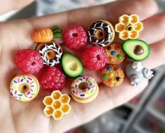 Newest Snap Shots Polymer clay crafts food Popular Miniature food – Fimo Kawaii, Polymer Clay Kawaii, Fimo Clay, Polymer Clay Charms, Polymer Clay Art, Polymer Clay Jewelry, Clay Beads, Clay Earrings, Polymer Clay Miniatures