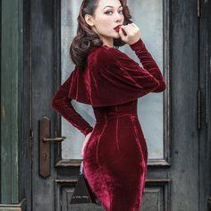 "Le Palais Vintage Velvet Burgundy Elegant Pinup ""Sunset Boulevard"" Dress (xs - - Outfits for Work Pin Up Dresses, Pretty Dresses, Satin Dresses, Fashion Dresses, Hijab Chic, 1950s Fashion, Vintage Fashion, Robes Pin Up, Pinup"