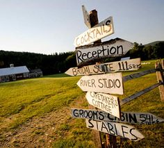 Can do something like this for with signs for wedding directions Country Wedding Centerpieces, Rustic Wedding Signs, Wedding Signage, Chic Wedding, Our Wedding, Dream Wedding, Wedding Decorations, Spring Wedding, Rustic Weddings