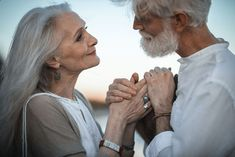 Heartwarming Photos of Elderly Couple Prove There's No Age Limit to Being Madly in Love Elderly Couples, Old Couples, Couples In Love, Anime Couples, Old Couple Photography, Amazing Photography, Vieux Couples, Carl Y Ellie, Couple Photography