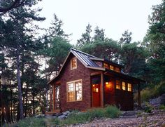 A small cabin in the woods on Orcas Island .Have been to Orcas Island before but I would love to stay in a cabin over looking the water:) Tiny Cabins, Cabins And Cottages, Cabin Design, Small House Design, Cottage Design, Cottage Decorating, Little Cabin, Little Houses, Exterior Tradicional