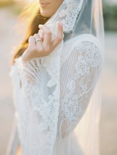 Lace goodness: http://www.stylemepretty.com/2015/03/27/elegant-new-york-city-fall-wedding/ | Photography: Ashley Kelemen - http://ashleykelemen.com/
