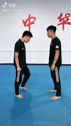 Krav Maga Self Defense, Self Defense Moves, Self Defense Martial Arts, Gym Workout Videos, Kickboxing Workout, Gym Workout For Beginners, Mixed Martial Arts Training, Martial Arts Workout, Martial Arts Techniques