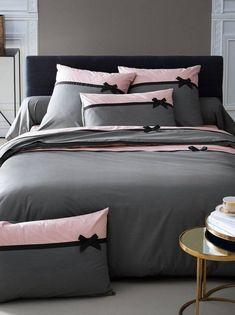 Parure de draps 4 pièces Frou-frou Anthracite : choisissez parmi tous nos produ. Bedroom Bed, Master Bedroom, Bedroom Decor, Master Suite, Bedroom Ideas, Bed Cover Design, Bedclothes, Diy Pillows, Bed Covers