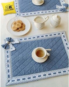 Tovaglietta Americana Imbottita Angelica Home & Country Collezione Cuori Oceano Table Runner And Placemats, Quilted Table Runners, Fabric Crafts, Sewing Crafts, Sewing Projects, Patch Quilt, Quilt Blocks, Quilt Patterns, Sewing Patterns