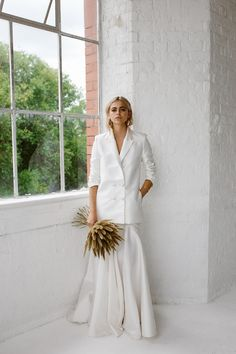 White Blazer From Halfpenny London // Minimalist Bridal Inspiration Styled By One Stylish Day With Foliage & Dried Flowers // Bridal Wear By Halfpenny London // Images By Agnes Black Wedding Wear, Wedding Attire, Civil Wedding, Bridal Shoot, Minimalist Wedding, Minimalist Style, Wedding Trends, Wedding Venues, Look Fashion