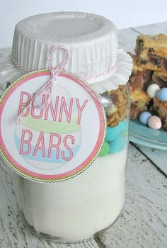 These Easter dessert bars sound yummy! Use the dry ingredients to create a fun and easy Easter gift idea with free printables.  If you want to personalize your tag, try Avery Scalloped Round tags for a fun look! www.avery.com/easter