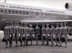 More local vintage! Way back when SAA still operated as 'Suid-Afrikaanse Lugdiens' and had the flying springbok on the tail livery Nostalgia, The Beautiful Country, Cabin Crew, African History, Flight Attendant, South Africa, The Past, Black And White, Boeing 727