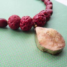 STUDIO NOLDS Sieraden - druzy necklace Handmade Jewelry, Fruit, Studio, Food, Handmade Jewellery, Essen, Jewellery Making, Studios, Meals